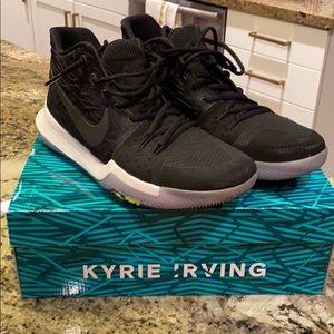 Kyrie 3 black. Excellent condition